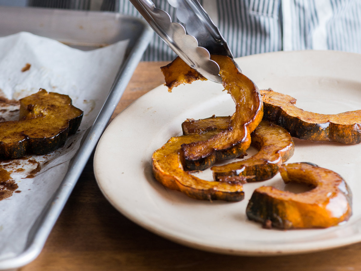 original-201311-r-cinnamon-spiced-roasted-acorn-squash.jpg