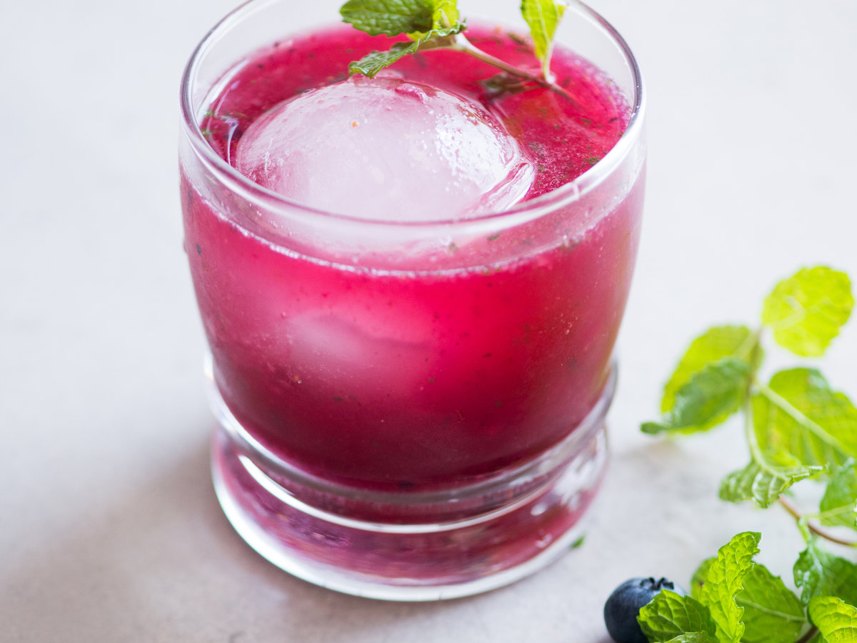 original-201311-r-fresh-blueberry-mojito.jpg