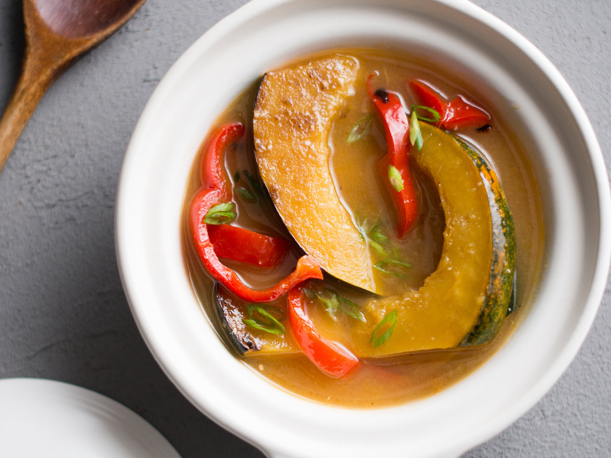 original-201311-r-miso-stewed-acorn-squash-with-bell-peppers.jpg