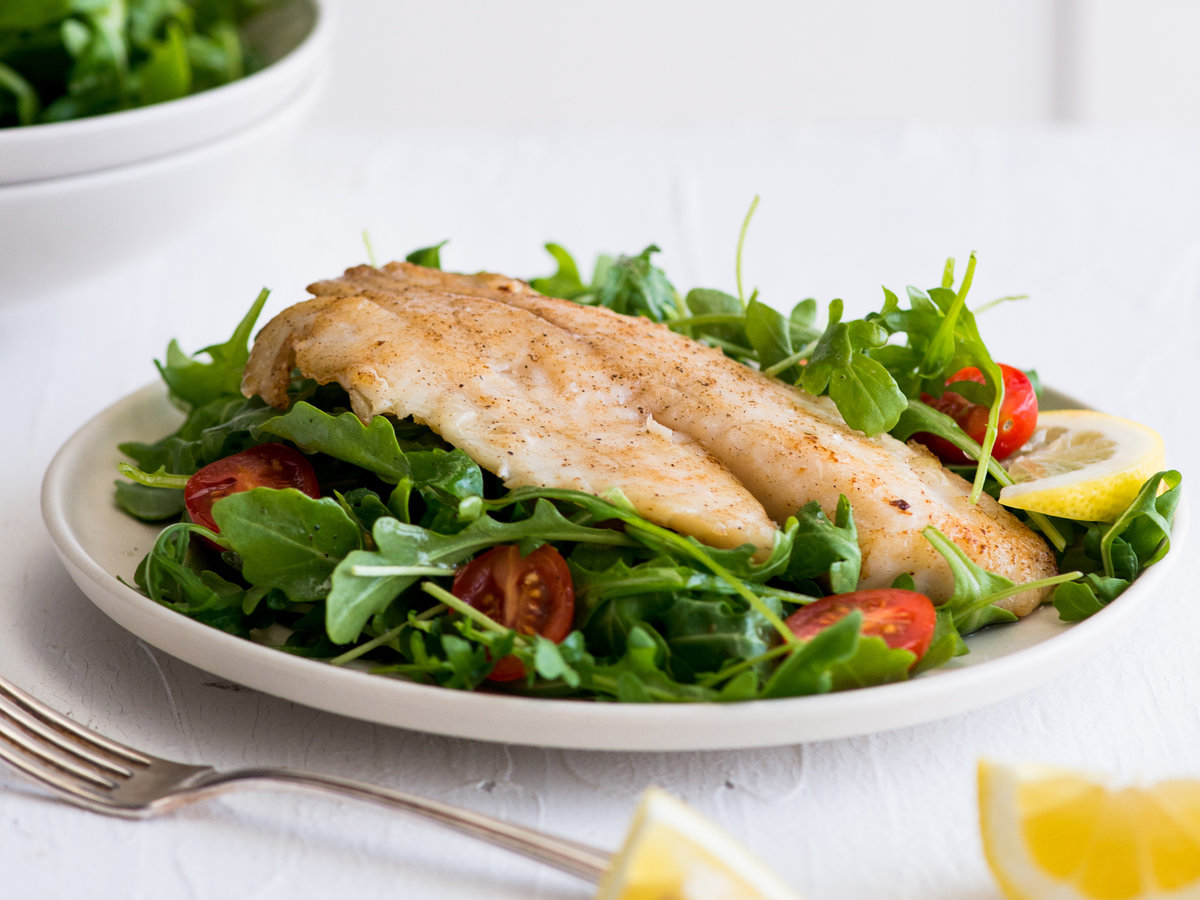 original-201311-r-pan-seared-tilapia-salad-with-lemon-garlic-vinaigrette.jpg
