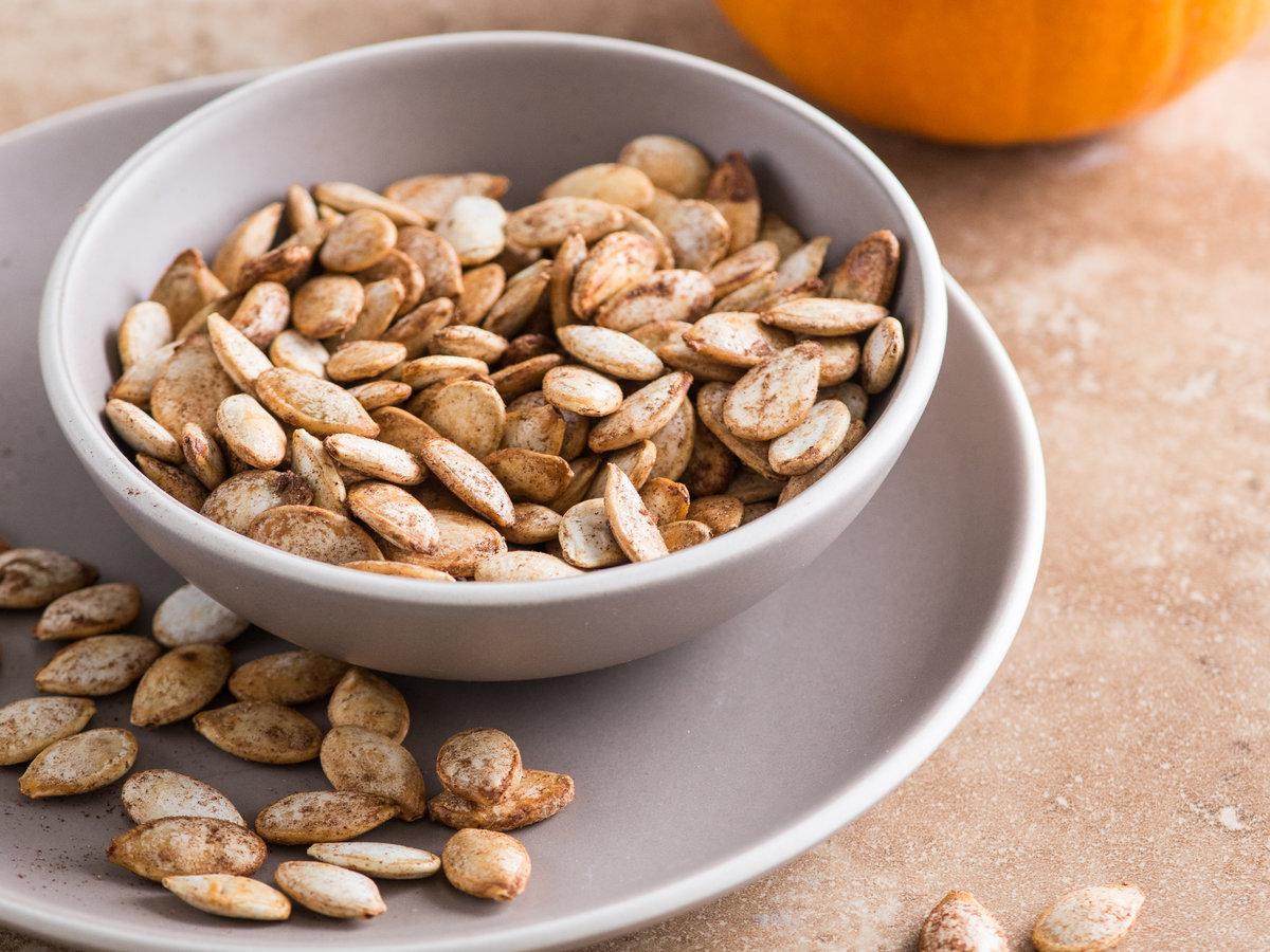 original-201311-r-pumpkin-pie-spiced-roasted-pumpkin-seeds.jpg