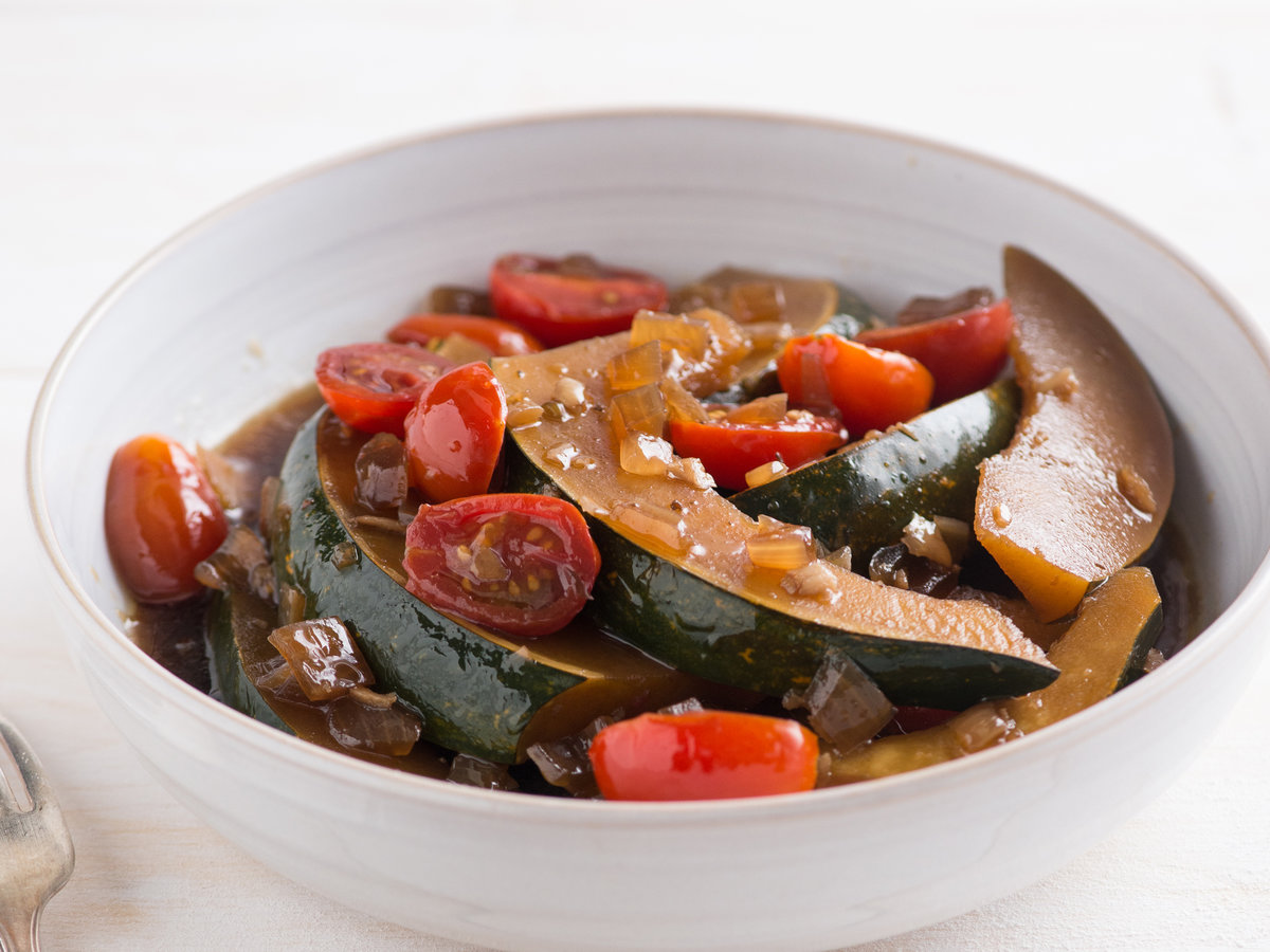 original-201311-r-sweet-soy-stewed-acorn-squash-with-cherry-tomatoes.jpg