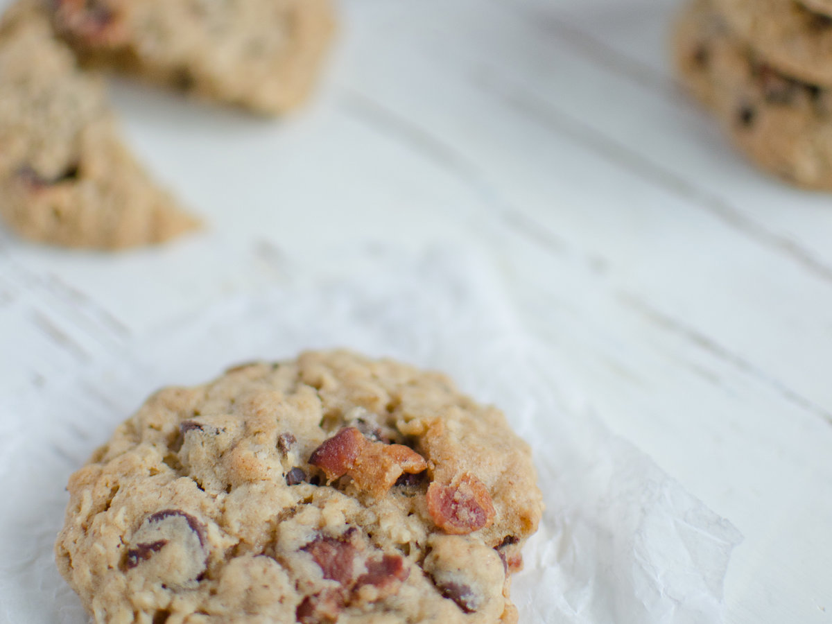 original-201401-r-bacon-chocolate-chip-oatmeal-cookies.jpg