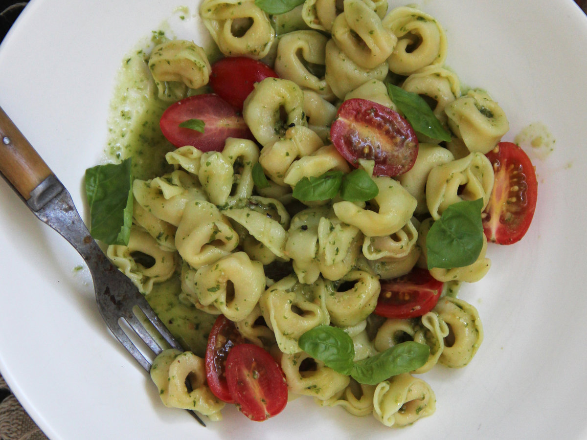 tortellini with pesto and cherry tomatoes recipe ian knauer food