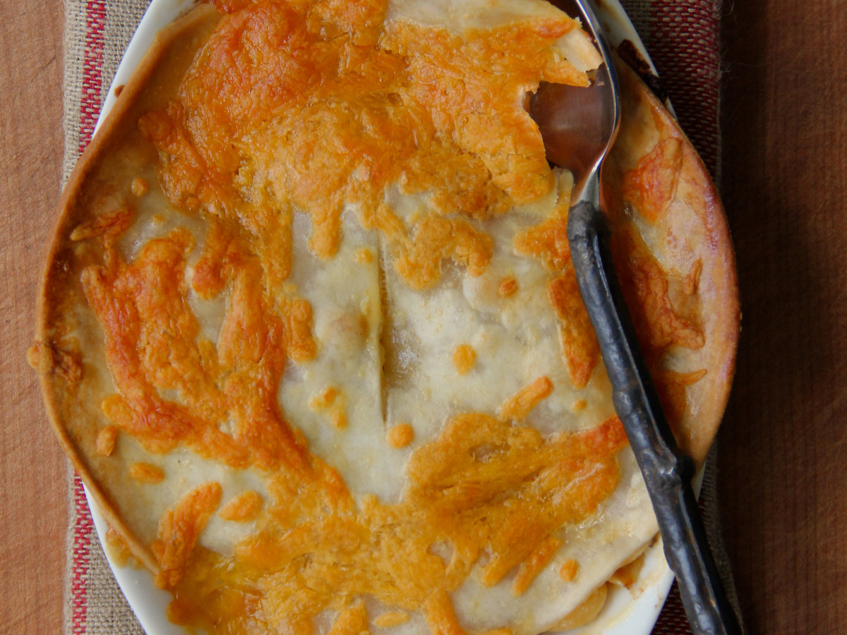 201405-r-cheesy-chicken-pot-pie.jpg