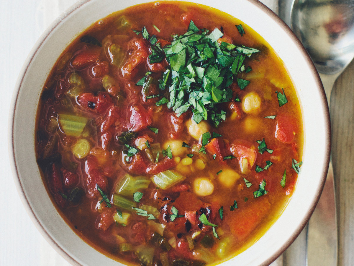 How to cook a soup with tomatoes and lentils: a step by step recipe with photos