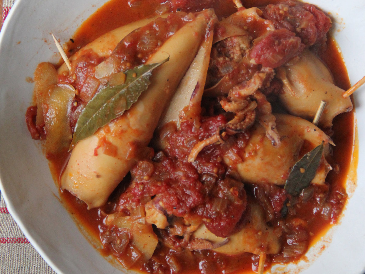 201405-r-chorizo-stuffed-braised-squid.jpg