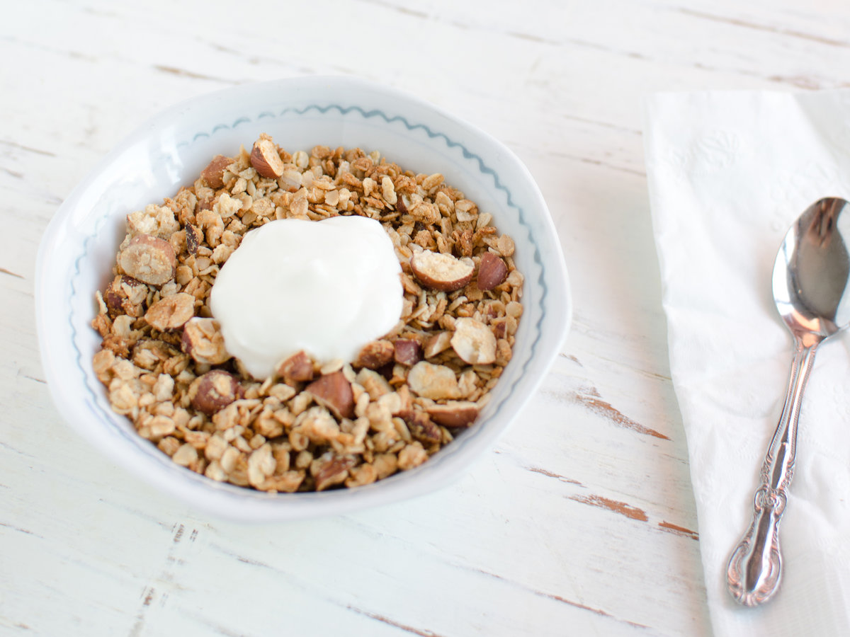 201404-r-coconut-hazelnut-granola-with-coconut-flour.jpg