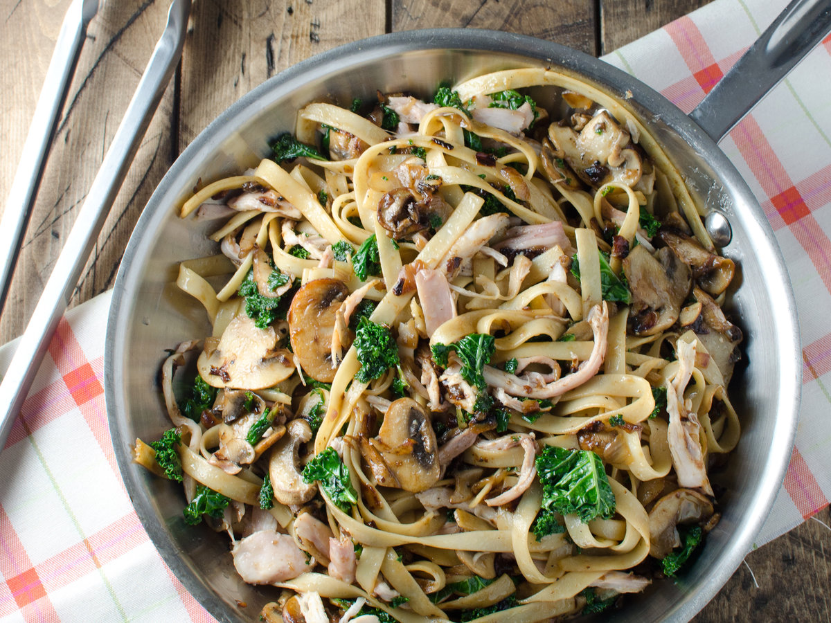 hd-201404-r-creamy-chicken-fettuccini-with-mushrooms-and-kale.jpg