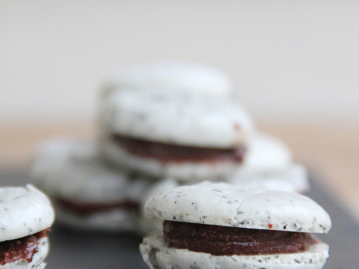 original-201404-r-chocolate-earl-grey-macarons.jpg