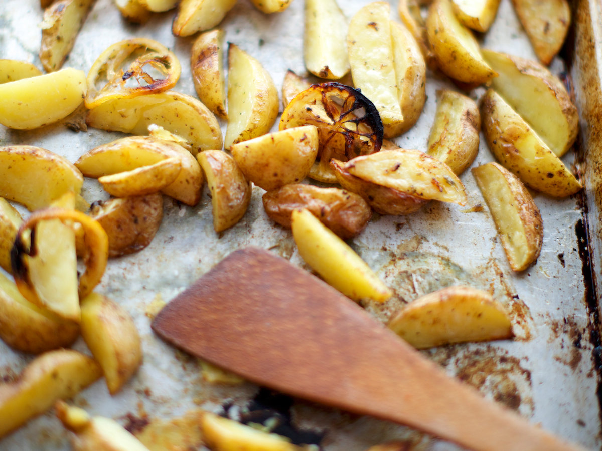 Lemony Roasted Potatoes with Oregano (Psites Patates)