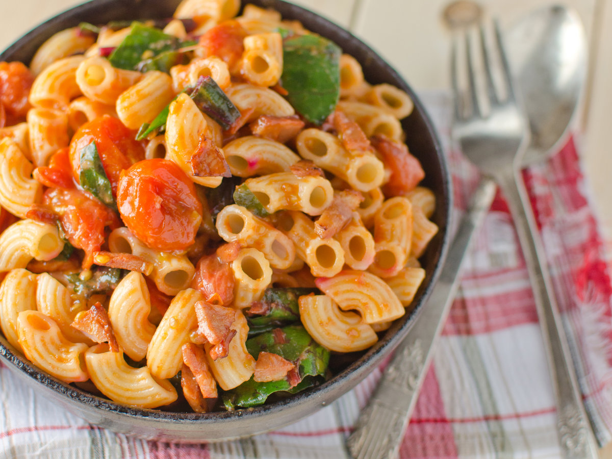 original-201404-r-macaroni-salad-with-chorizo-and-cherry-tomatoes.jpg