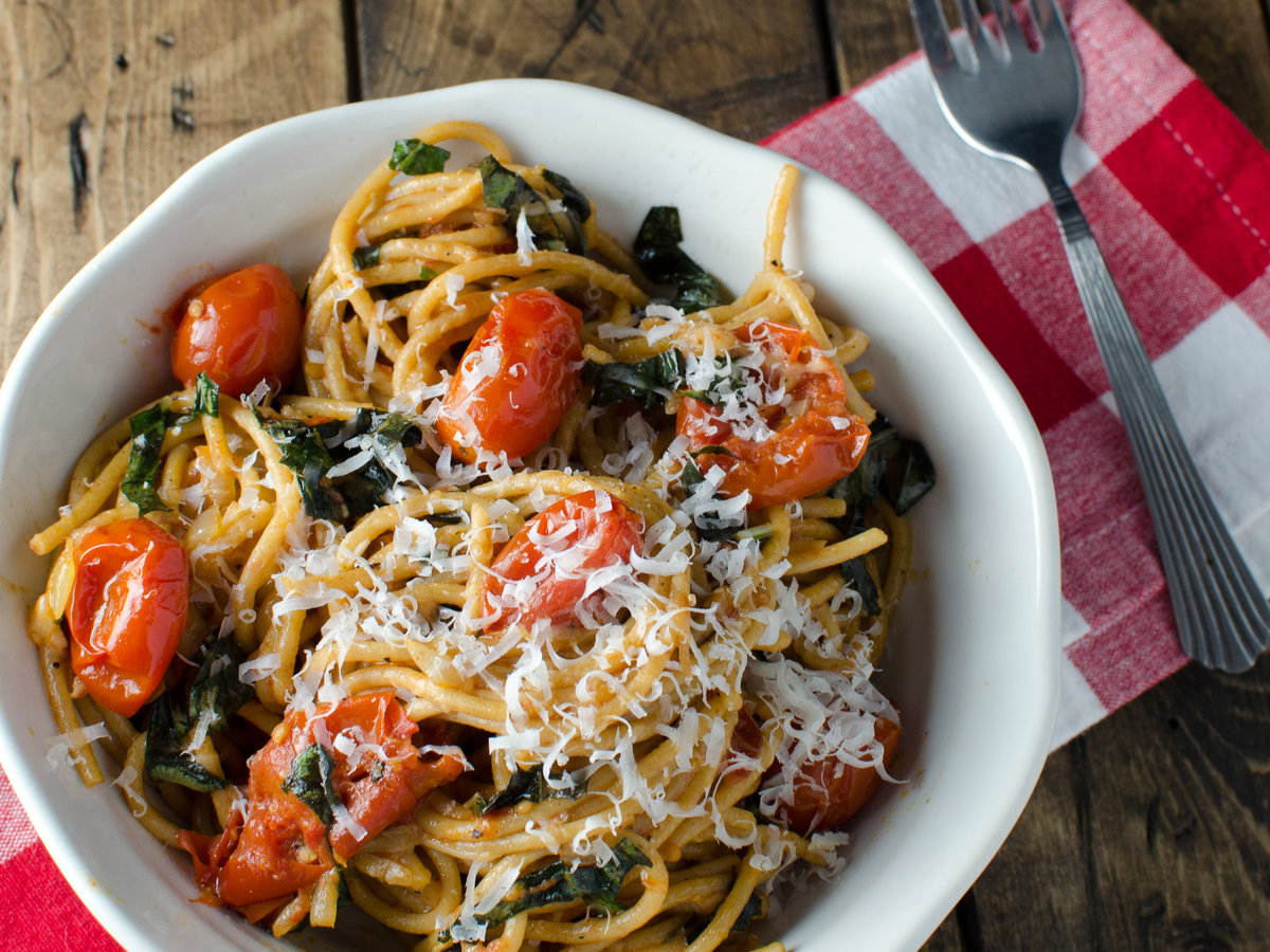 hd-201404-r-slow-roasted-tomatoes-and-garlic-with-basil-whole-wheat-pasta-and-parmesan.jpg