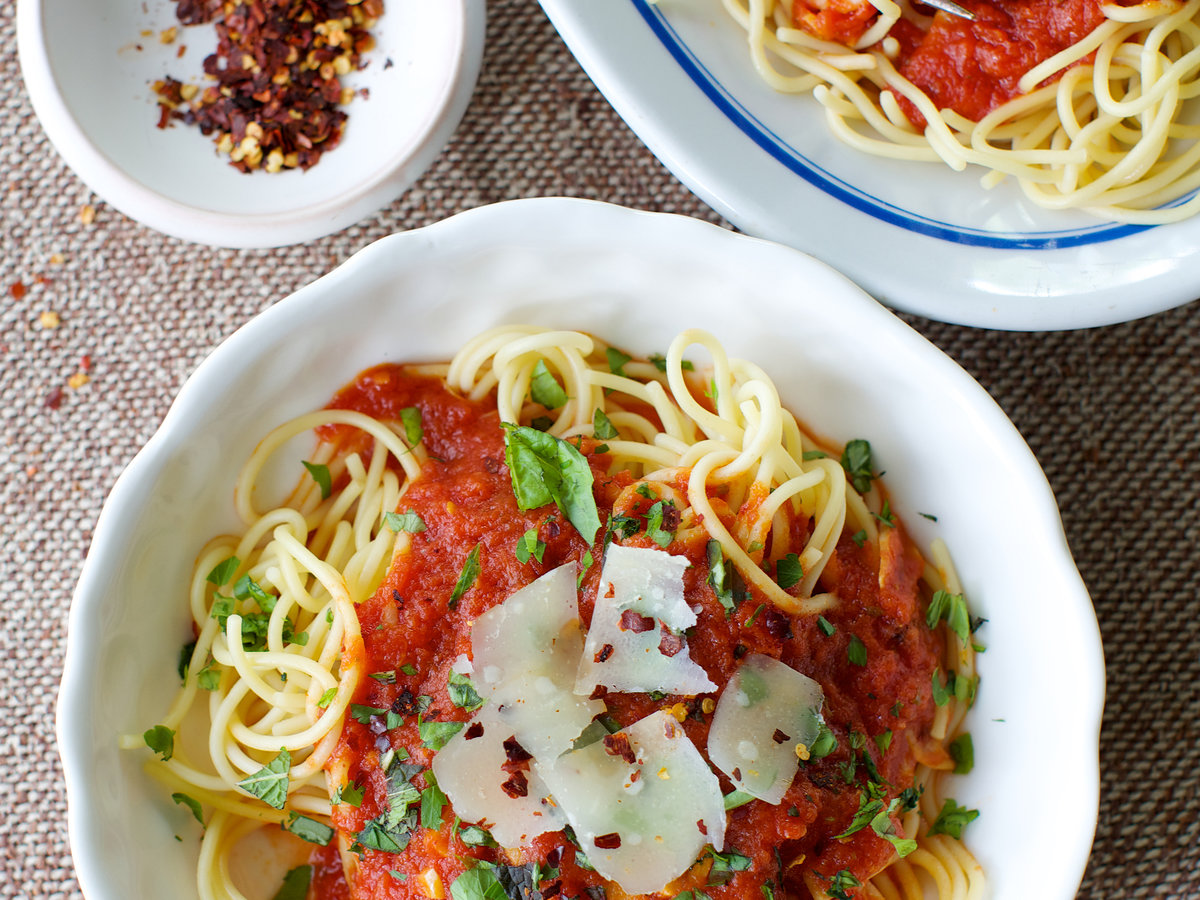 201408-r-spaghetti-with-arrabiata-sauce.jpg