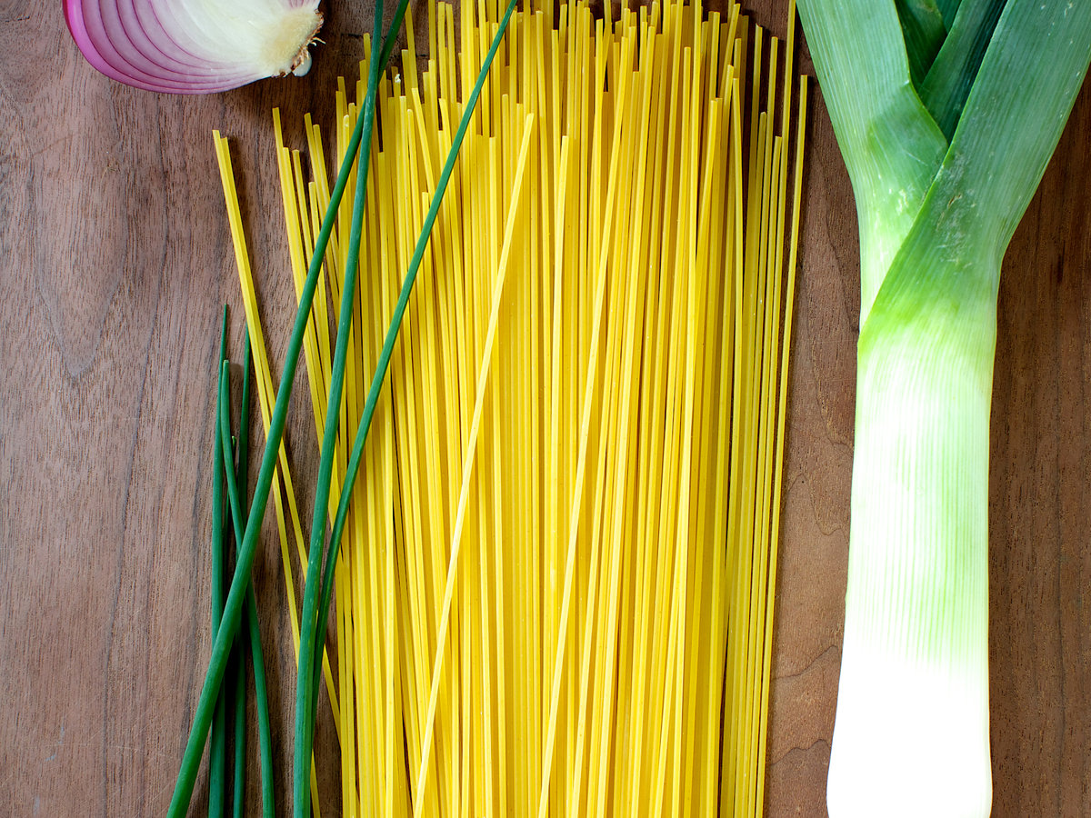 201408-r-spaghetti-with-many-onions.jpg