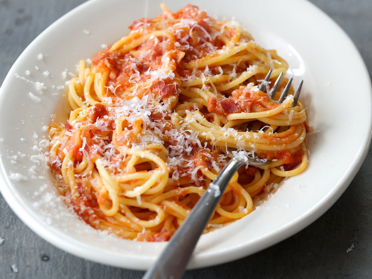 201408-r-spaghetti-with-prosciutto-tomatoes-and-cream.jpg