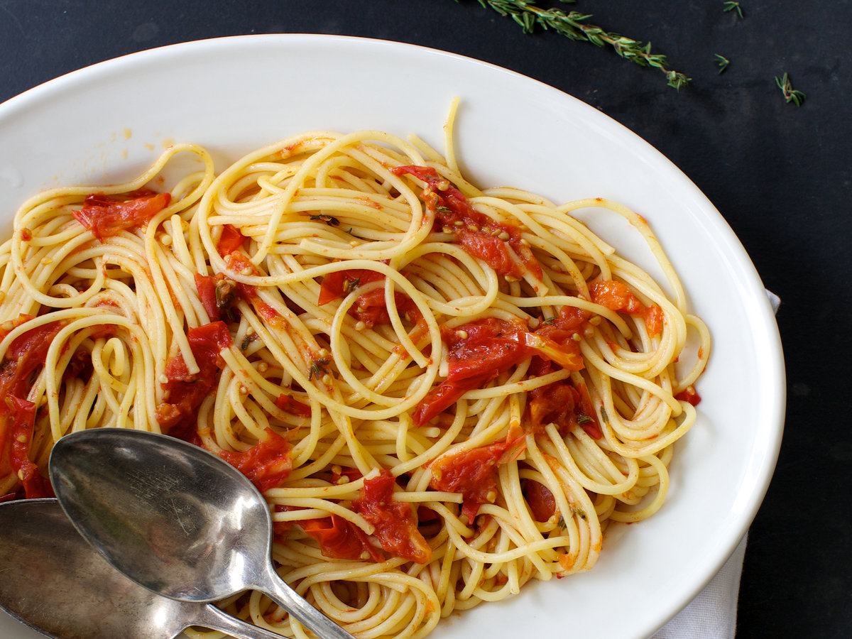 201408-r-spaghetti-with-quick-roasted-tomato-sauce-and-balsamic-vinegar.jpg