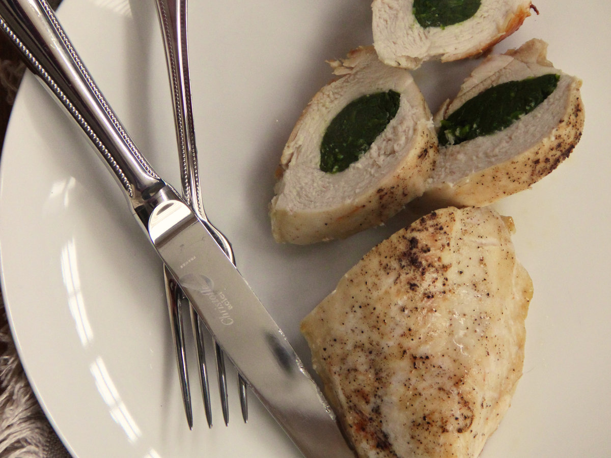 201405-r-garlicky-spinach-stuffed-chicken-breasts.jpg