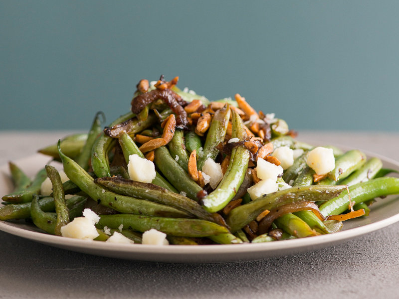 original-201404-r-stir-fried-green-beans-with-almonds-and-manchego-cheese.jpg