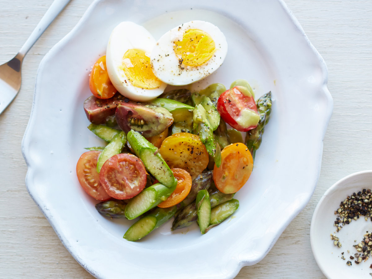 original-201408-r-Raw-Asparagus-Salad-with-Tomatoes-and-Hard-Boiled-Eggs.jpg