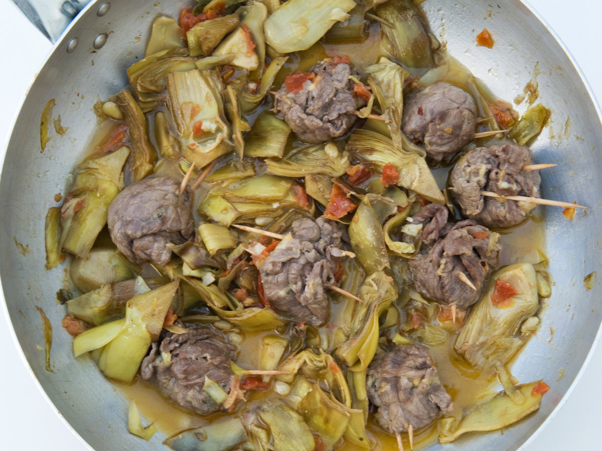 201409-r-beef-involtini-with-artichokes.jpg
