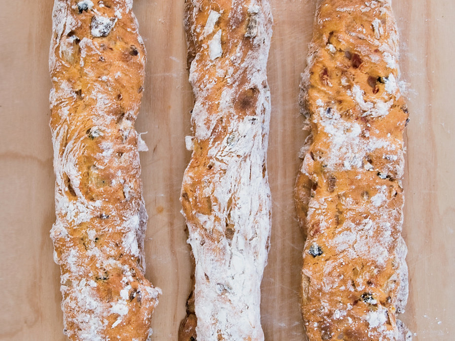 201409-r-tomato-ciabatta-with-olives-and-onions.jpg