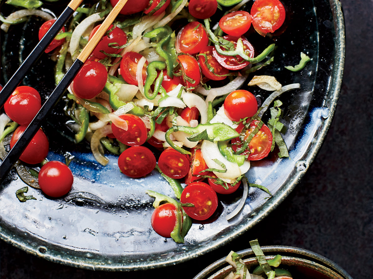 201409-r-tomato-onion-and-green-pepper-salad-with-shiso.jpg