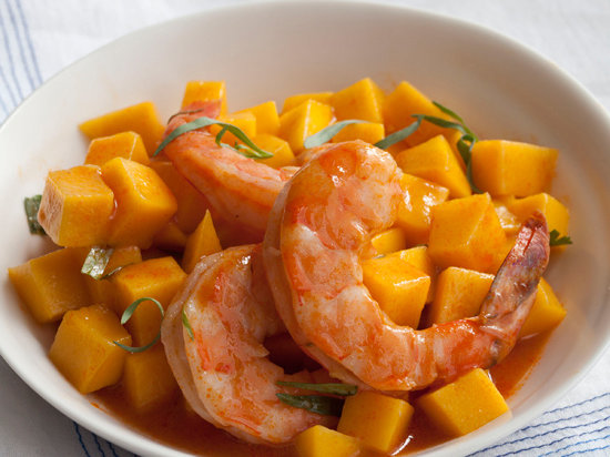 Caribbean Mango and Steamed Shrimp Salad