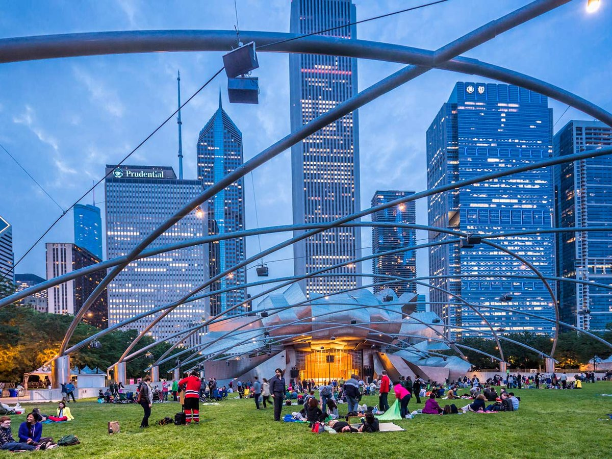 Some of Chicago\'s Best Restaurants Have Been Here Forever | Food & Wine