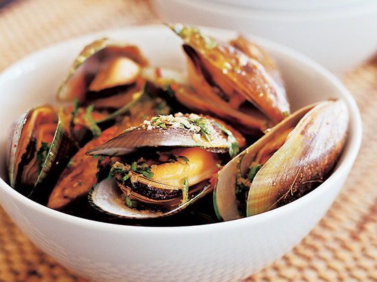 Spicy Mussels with Ginger and Lemongrass
