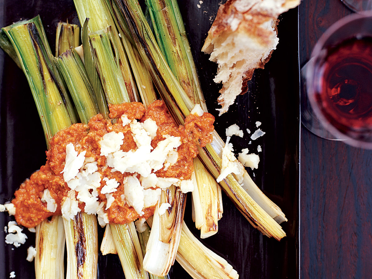 Leeks Romesco with Crumbled Garrotxa Cheese