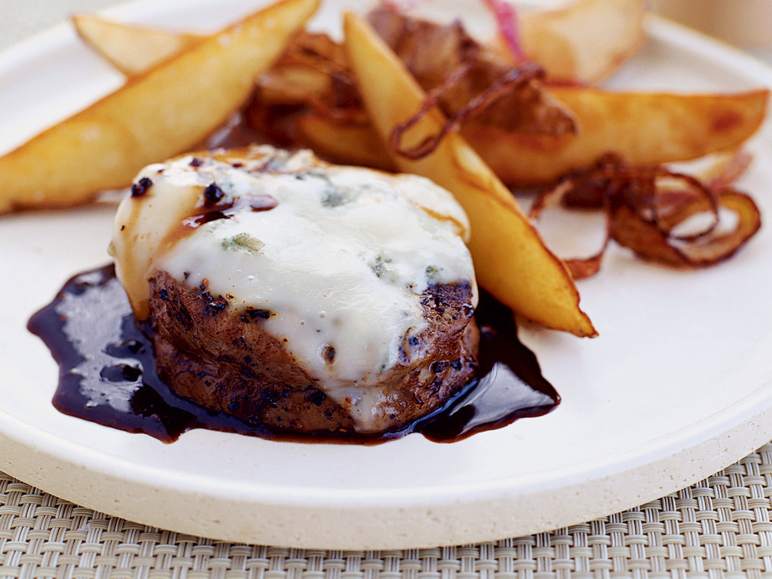 Peppercorn Beef with Gorgonzola Cheese