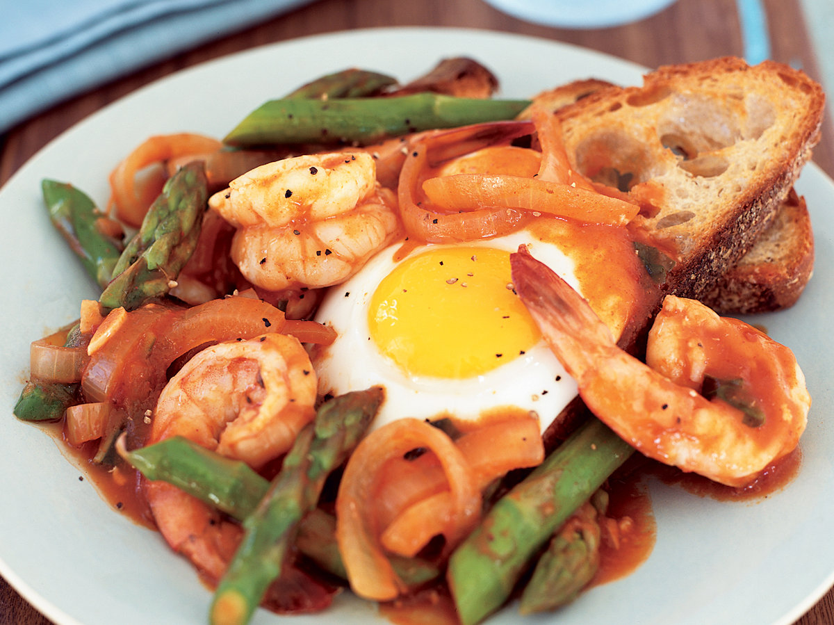 Shrimp, Asparagus and Eggs in Spicy Tomato Sauce