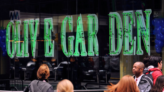 Food & Wine: Here's What the Olive Garden in Times Square Is Like in 24 Tweets