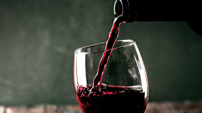 A Physicist Just Invented A Drip-Free Wine Bottle