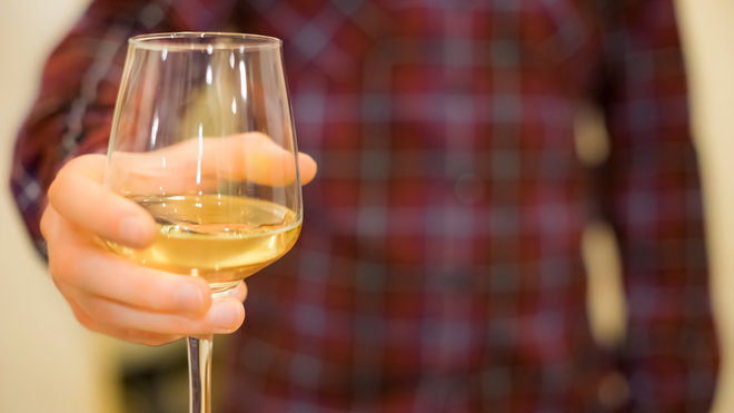 Food & Wine: How to Hold a Wine Glass