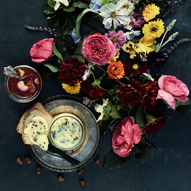 Food & Wine: A Recipe with Edible Flowers to Welcome Spring