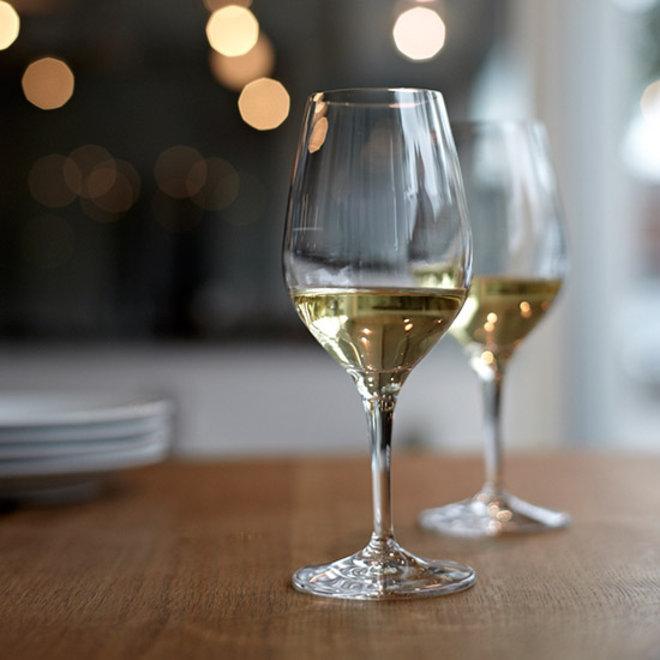 Food & Wine: Why You Should Never Bring Cheap Wine to a Good Restaurant