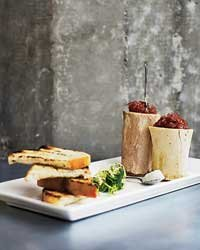 Food & Wine: Marrow bones with red-onion marmalade at Quinn's.