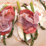 Food & Wine: Asparagus-Cheese Tartines