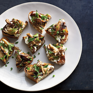 Food & Wine: 30-Minute Thanksgiving Hors d'Oeuvres