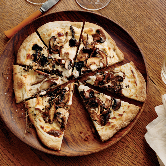 Mushroom?and?Goat Cheese Béchamel Pizzas