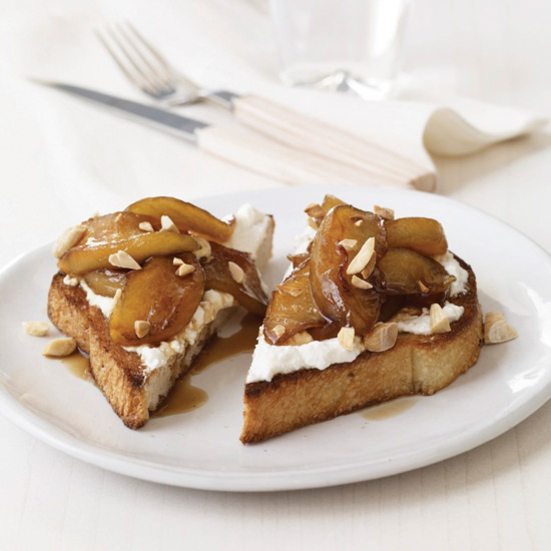 Toasts with Ricotta and Apples