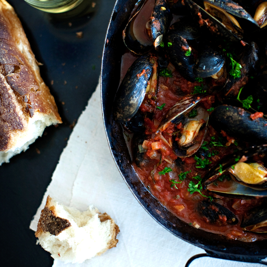 Steamed Mussels with Tomato and Garlic Broth