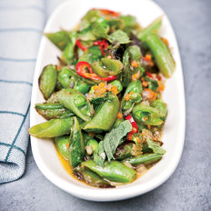 Food & Wine: Sugar Snap Peas with Soffrito, Hot Pepper and Mint
