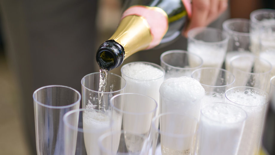 How to Keep Champagne Bubbly
