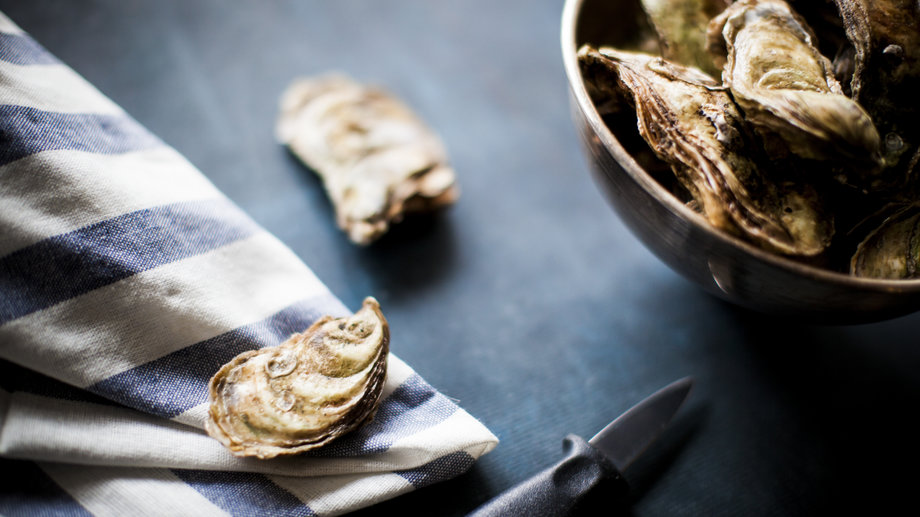 How to shuck oysters at home