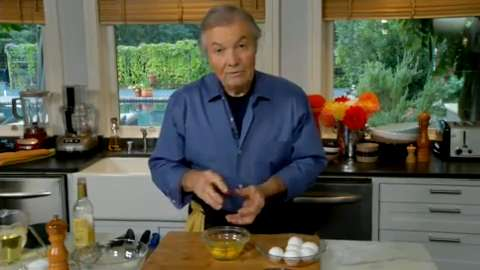 Jacques Pépin: Separating Eggs