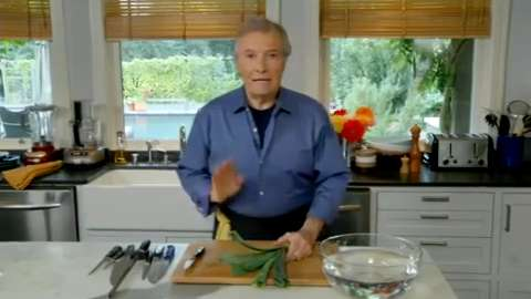 Jacques Pépin: Cutting, Washing and Julienning a Leek