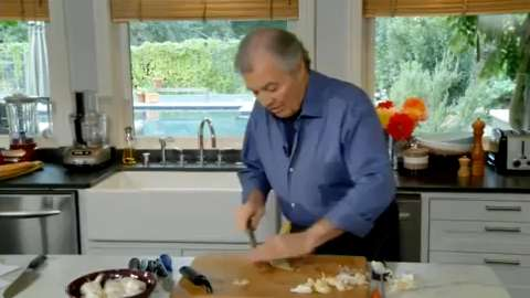 Jacques Pépin: Peeling, Crushing and Chopping Garlic